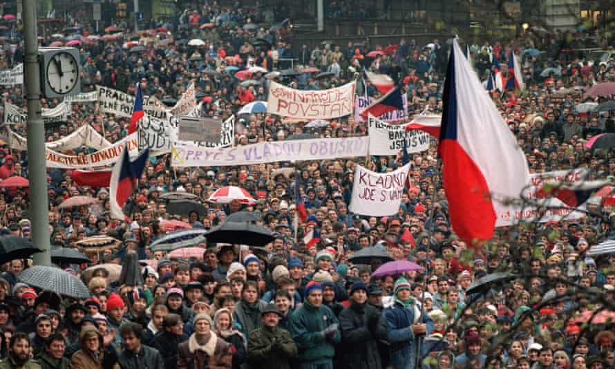 Czechoslovak students shout in support of Vaclav Havel for presidency during protest rally at Wenceslas Square in Prague, 22 November 1989