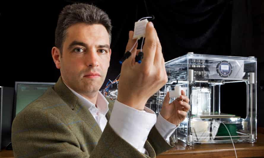 Lee Cronin, professor of chemistry at Glasgow University with 3D printer