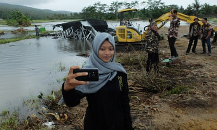 Valentina Anastasia made a three-hour detour to Banten to see the destruction.