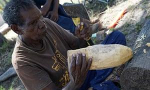Roderick Yunkaporta carving milkwood