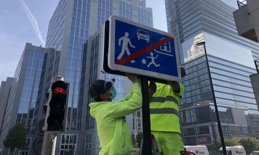A road sign is installed in the city centre to indicate pedestrians and cyclists are the priority road users