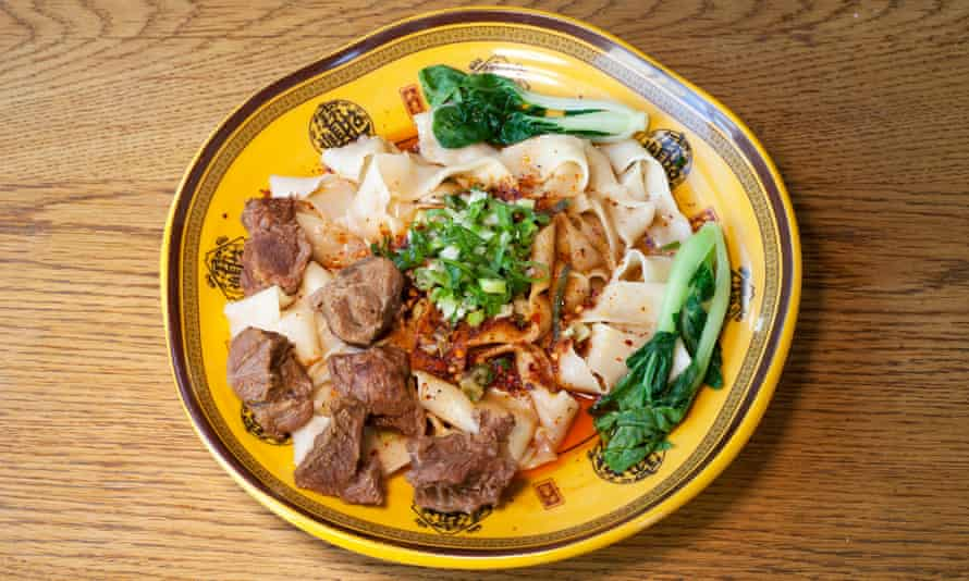 Ribbon noodles with beef on a round plate