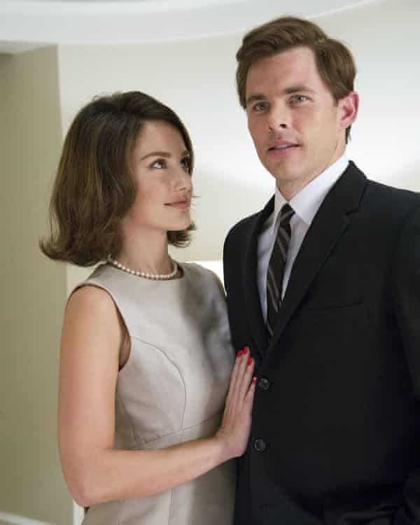 Minka Kelly as Jackie Kennedy and James Marsden as JFK in The Butler