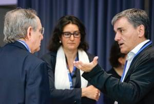Italian Economy Minister, Pier Carlo Padoan (L) and Greek Finance Minister Euclid Tsakalotos (R).