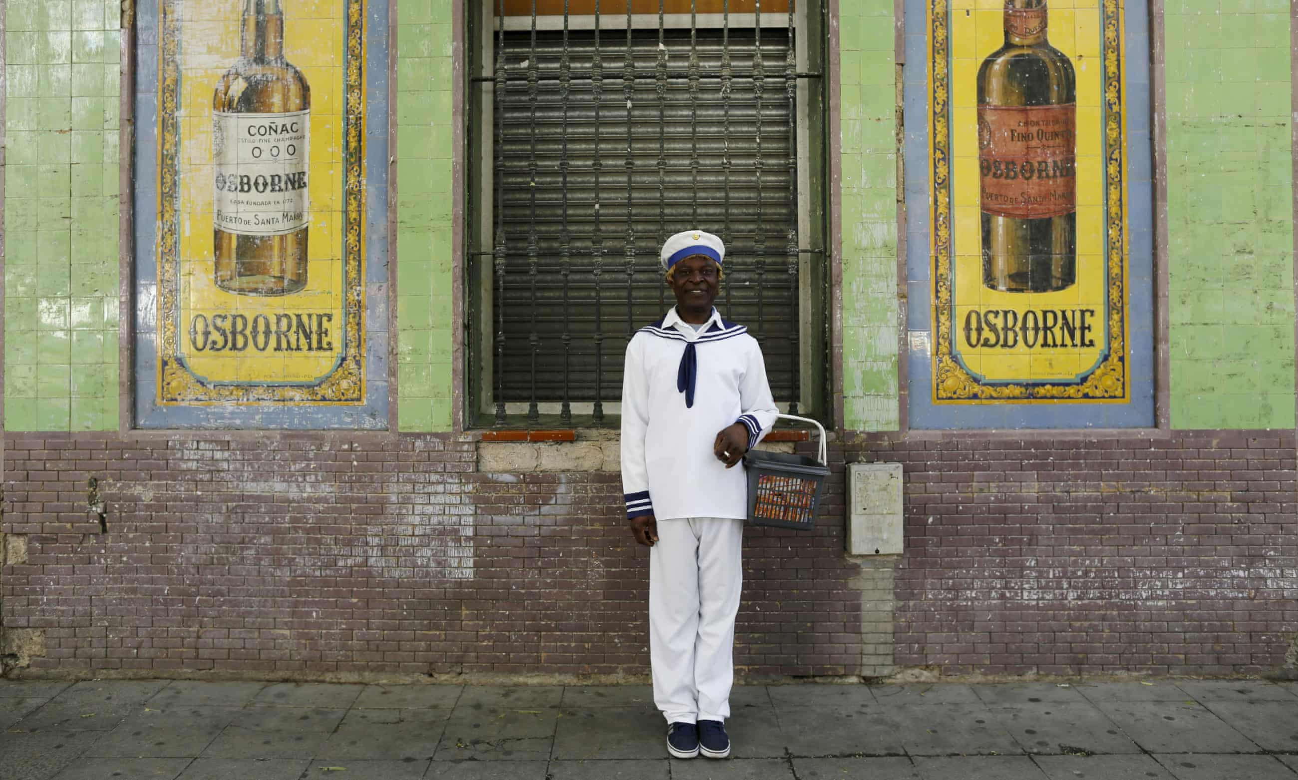 Portrait of a tissue seller in Spain - in pictures