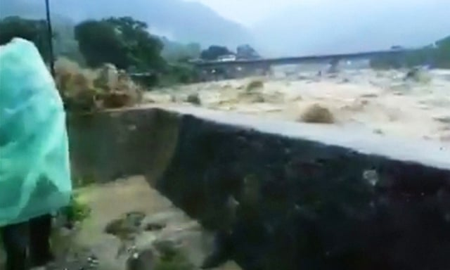 People run from floods in Nepal – video