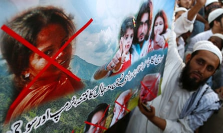 Protesters rally against the release of Asia Bibi.