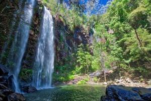Thác nước được gọi là Thác Twin tại Công viên Quốc gia Springbrook, Queensland, Úc