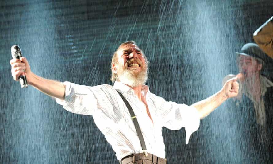Pete Postlethwaite as King Lear in 2009.