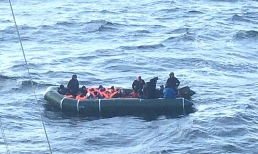 ده کودک در کانال نجات یافتند