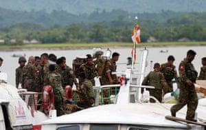 Myanmar soldiers arrive to Buthidaung jetty after Arakan Rohingya Salvation Army's (ARSA) attacks, at Buthidaung, Myanmar August 29, 2017. RETUERS/Soe Zeya Tun