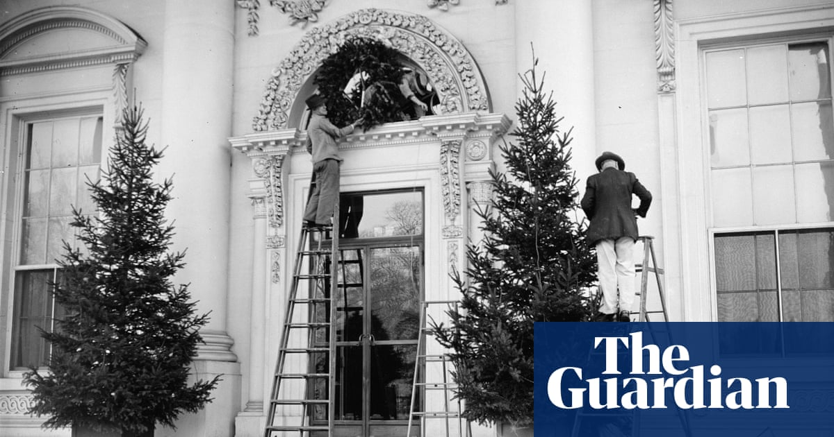 George Washington Christmas Meme.From Orange To Blood Red 80 Years Of White House Christmas