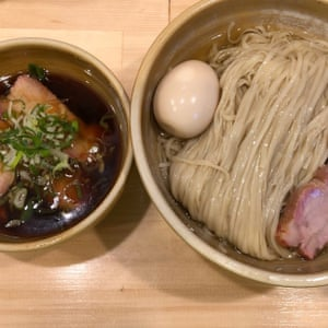 Uchoku noodles with meat in in soup on side