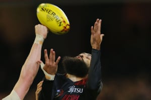 Courtenay Dempsey of the Bombers attempts a mark.