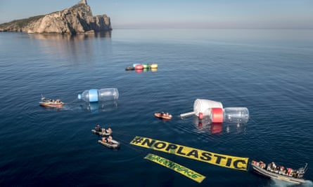 Greenpeace is campaigning against sea pollution in the Balearic islands.