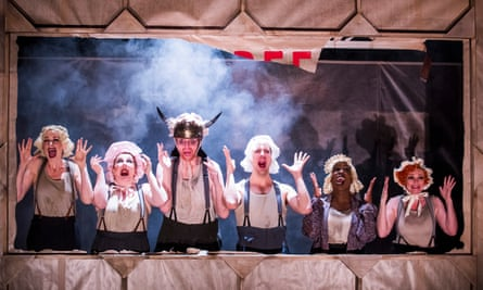 Londons National Theatre stages Brecht's Threepenny Opera in 2016.