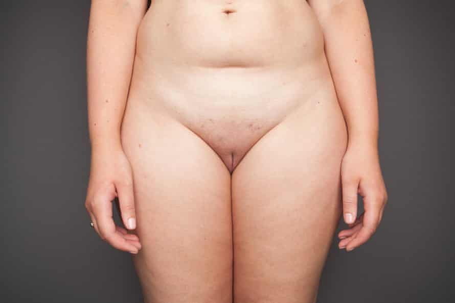 Naked woman from waist to thighs