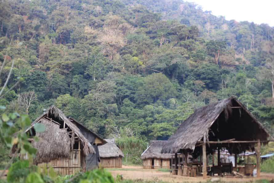 روستایی بسیار روستایی و در جنگل کوهستانی