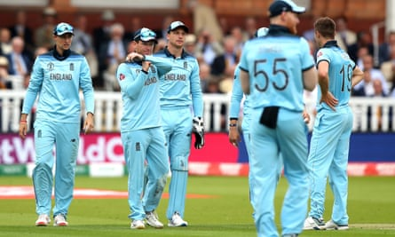 Eoin Morgan calls for a review during the match against Australia