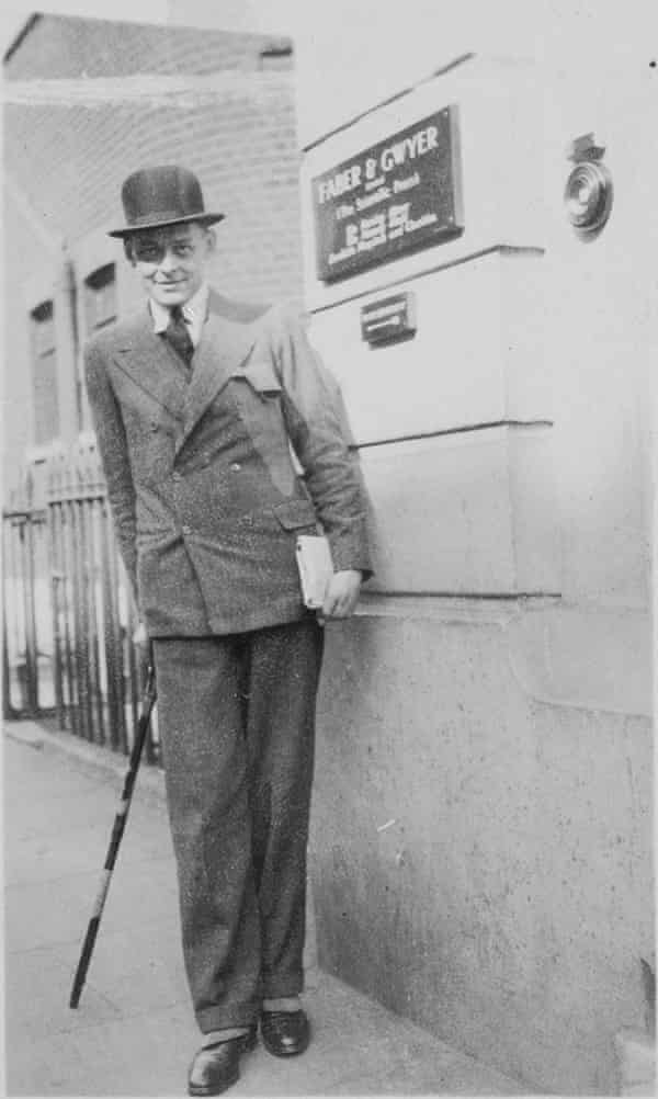 TS Eliot outside the Russell Square offices of Faber & Gwyer in 1926.