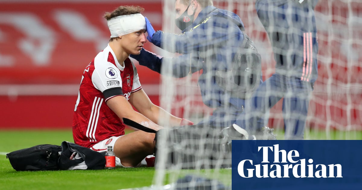 The need for concussion substitutes – Football Weekly