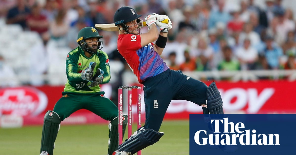 Liam Livingstone heroics not enough as England fail to reach Pakistan target