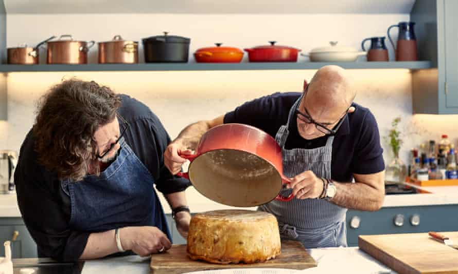 Stanley Tucci y Jay Rayner para The Observer Food Monthly Grooming: JoJo Dutton Food Styling: Liberty Greene Fennell
