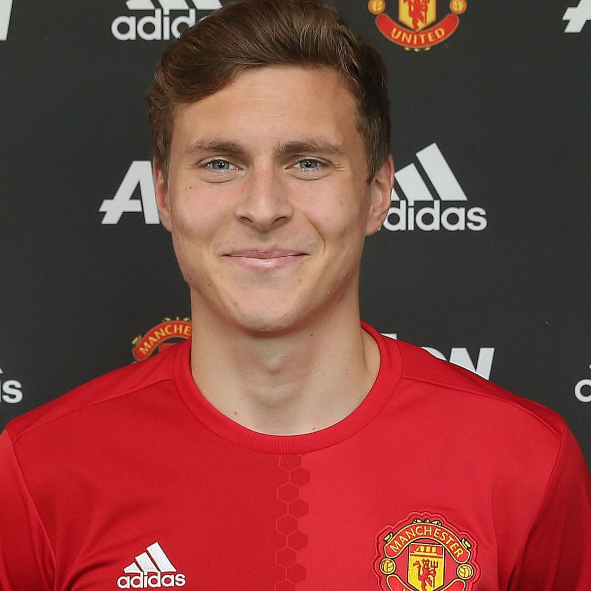 Manchester United complete £31m signing of Victor Lindelof from Benfica |  Manchester United | The Guardian