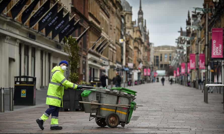 A street cleaner wearing a face mask in Glasgow