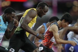 Usain Bolt struggled at the start but came through to win his heat.