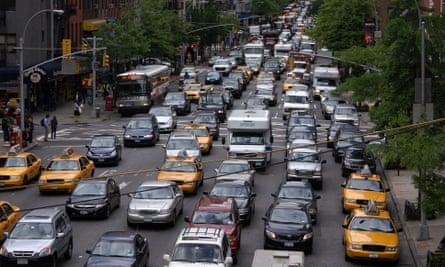 Heavy traffic on Second Avenue, Manhattan, New York, US.