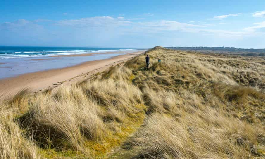 The beach and sand dunes at Coul.