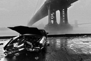 New York 1986 USA, New York: Manhattan Bridge and Brooklin Bridge in the fog. (c) Ferdinando Scianna/Magnum Photos
