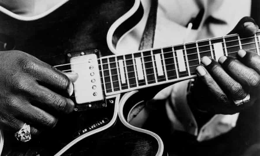 BB King using his 'Lucille' model Gibson hollowbody electric guitar in 1963.