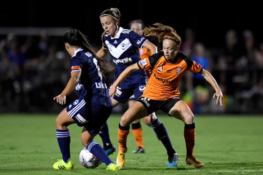Mariel Hecher of the Roar competes for the ball