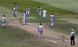England players celebrate after Stuart Broad traps Morne Morkel lbw