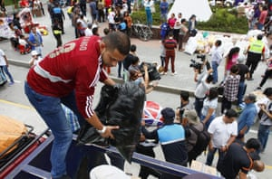 Citizens of Quito receive humanitarian aid