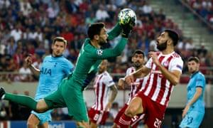 Tottenham's goalkeeper Hugo Lloris grabs the ball.