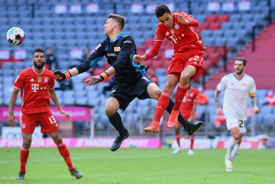 Bayern Munich's Jamal Musiala challenges Union Berlin's Andreas Luthe for the ball on the way to a draw on Saturday.