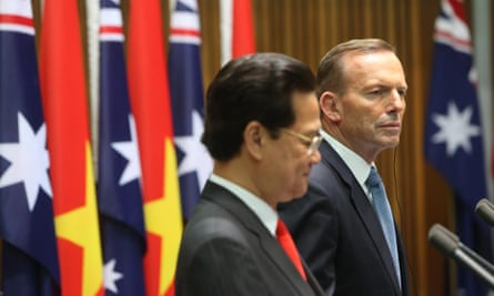 Tony Abbott (right) with the Vietnamese prime minister, Nguyen Tan Dung.