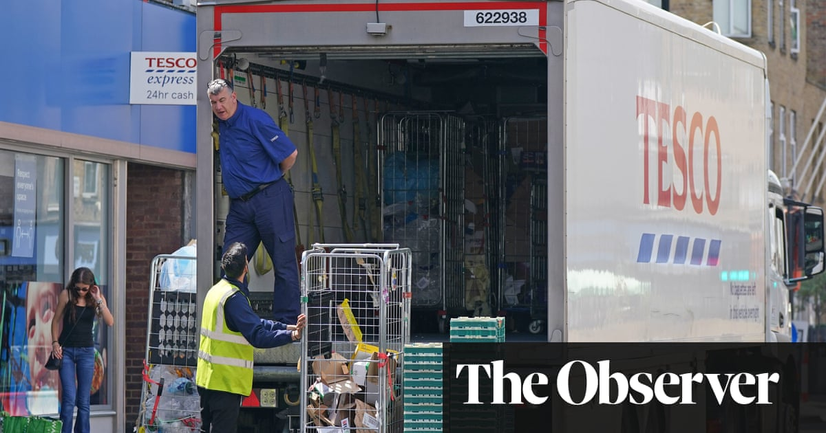 UK lorry drivers plan to strike over low pay and poor working conditions