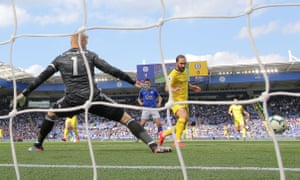 Gonzalo Higuaín missed a brilliant chance to open the scoring.