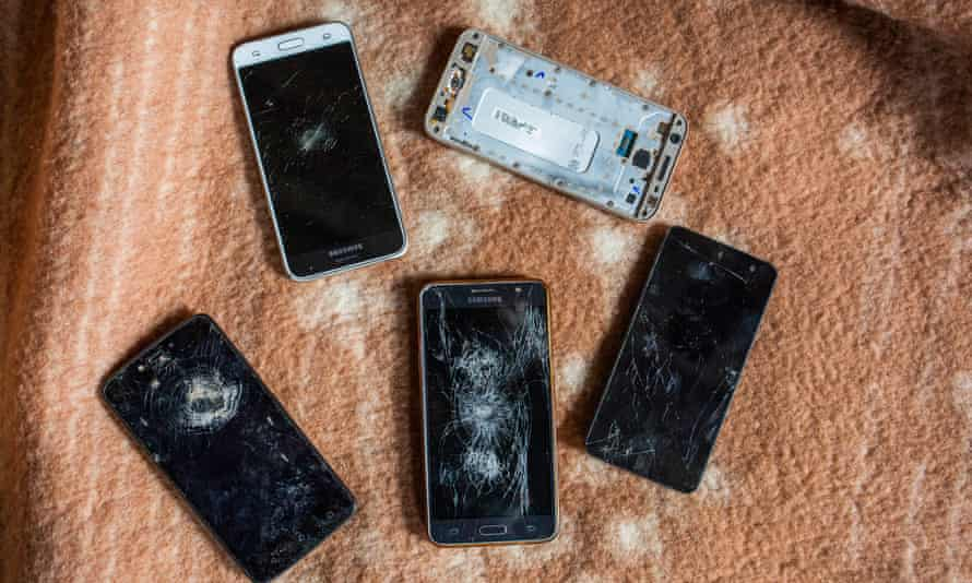 Mobiles phones that, according to migrants, were destroyed by the Croatian police