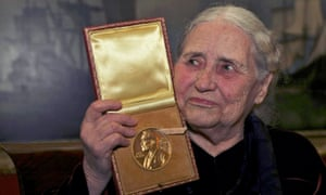Doris Lessing after being presented with the 2007 Nobel prize for literature in London.