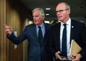 Simon Coveney (R) and the EU's chief Brexit negotiator Michel Barnier.