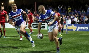 Ryan Hampshire scores Wakefield's first try
