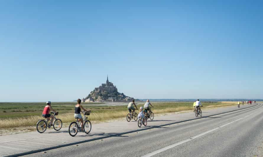 Mt-St-Michel-87019 © Emmanuel Berthier, ; cycling in Normandy, Mont St Michel in the background