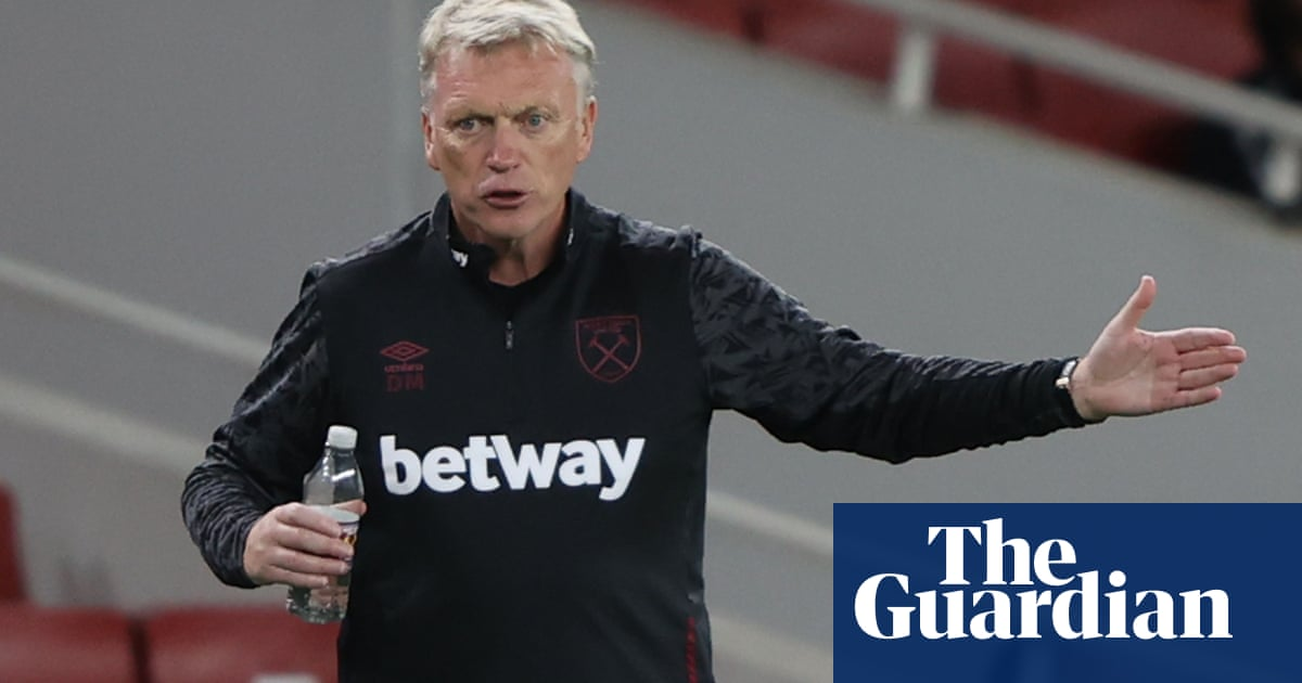 David Moyes and two players leave West Ham game after Covid-19 positive tests