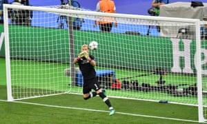 Liverpool's German goalkeeper Loris Karius fails to save Bale's shot