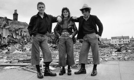 Teen Statement4th June 1974: Teenagers wearing the latest trend, cropped trousers known as 'parallels', in the ruins of Smithfield Market in Belfast, Northern Ireland. (Photo by Frank Tewkesbury/Evening Standard/Getty Images) Fashion;Footwear;Boots;Doc Martens;Bovver Boots;Skinhead;Skinheads;Northern Ireland;Trilby Hat;Slum;Construction Site;Destruction;Friendship;black white;format landscape;male;female;debris;Fashion Clothing;Youth Culture;Europe;ES 854;ES/